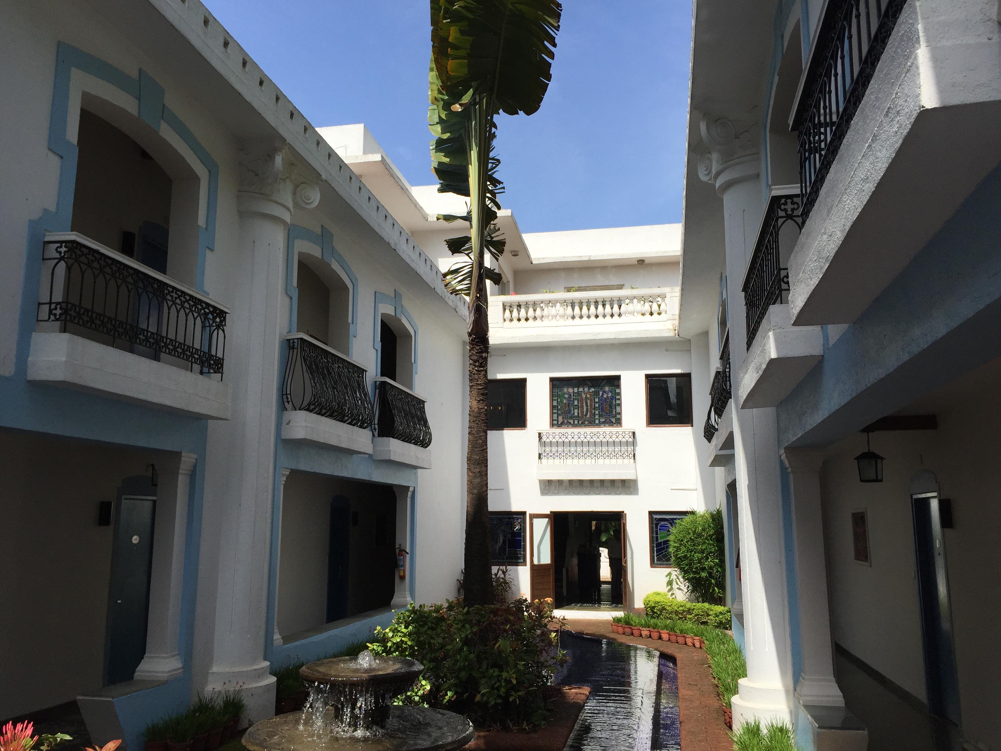 Lemon Tree Amarante Hotel - Hof mit Brunnen – Reisen in Indien